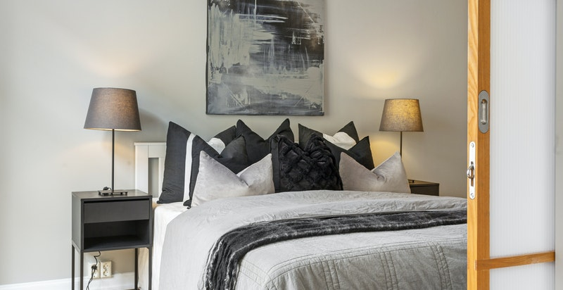 Praktisk skyvedør mellom stue og sov