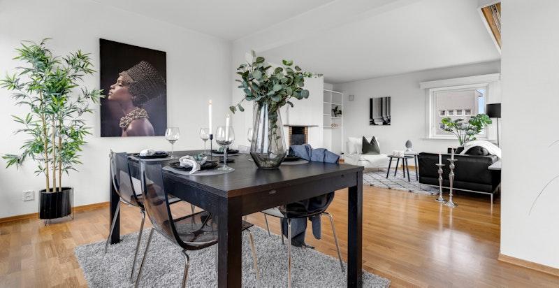 Spisestue med åpen løsning mot stue