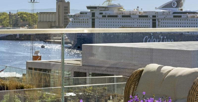 Sjøutsikt fra balkongen.