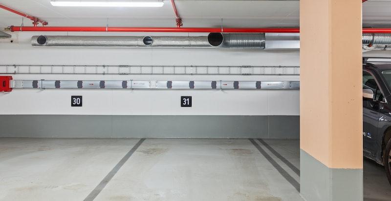 Medfølgende garasjeplass med mulighet for elbil-lader.