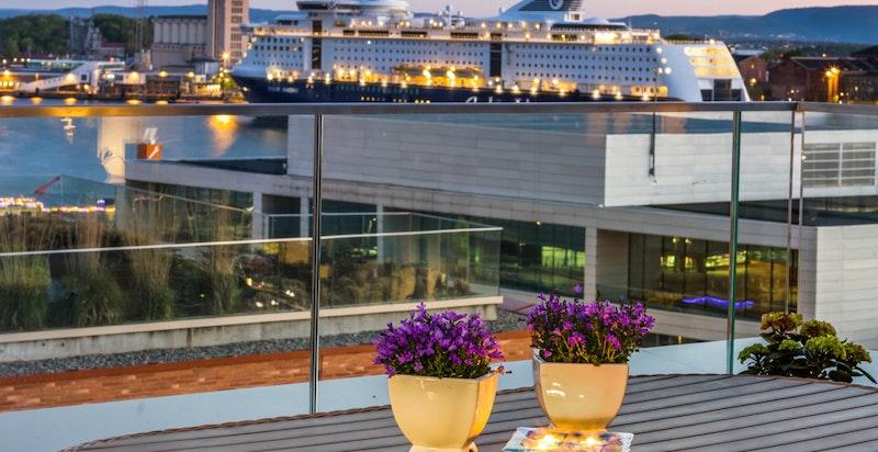 Kveldsstemning på balkongen.