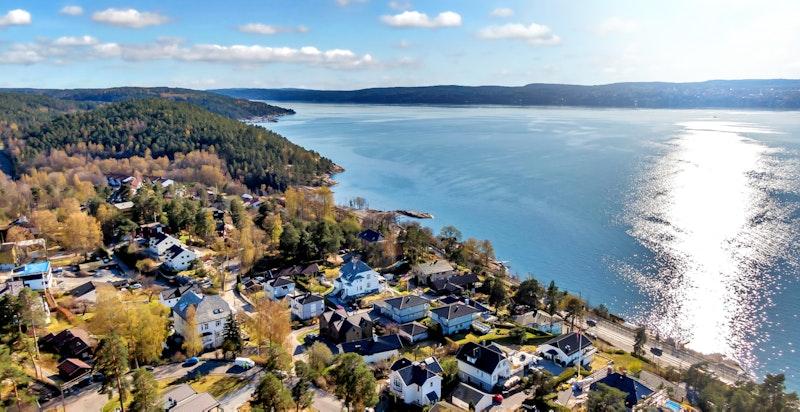 - Perfekt beliggenhet for de som ønsker nærhet til fjorden og et rikt frilufts- og fritidstilbud, samt kort reisevei unna sentrum -