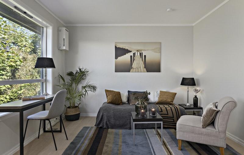 Stuen er nymalt med en-stavs gulv