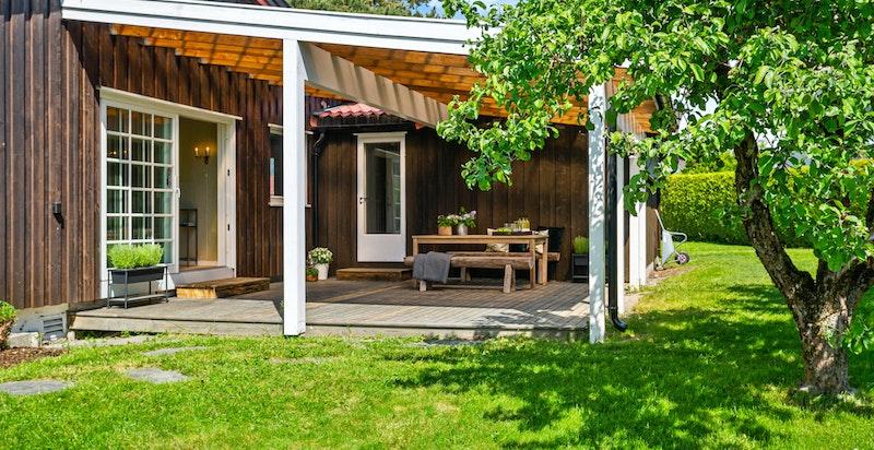 Sydvendt og overbygget terrasse