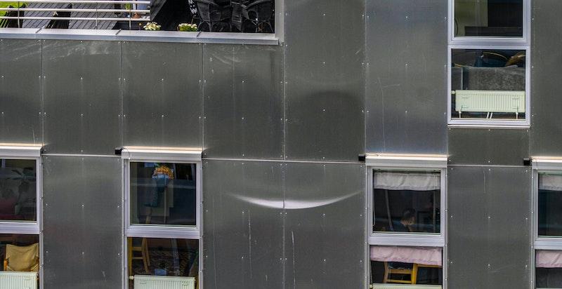Leilighetens balkong har som tidligere nevnt ingen balkong over elle overbygg.