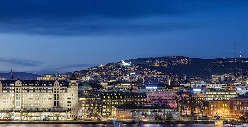 Oslo sentrum på kveldstid sett fra Sørenga