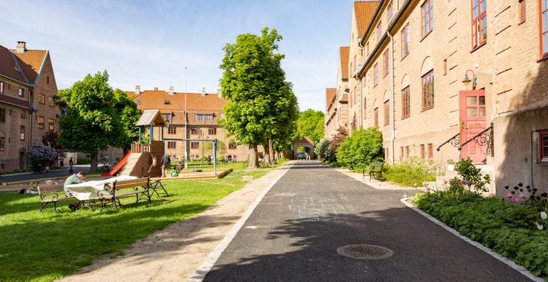 Velkommen til Fayes gate 14 - en innholdsrik familiebolig med svært god intern beliggenhet i Lindern Hageby.