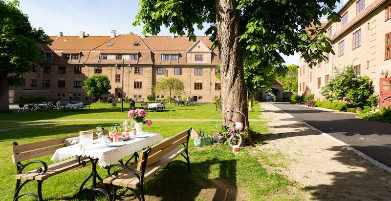 Velkommen til vakre Lindern Haveby - en landsby i byen! Et sted du garantert vil trives og bli boende i mange år.