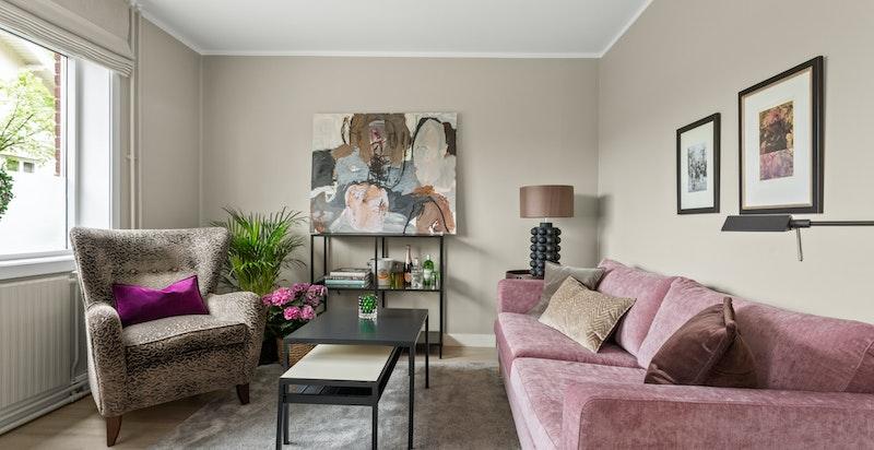 Stuen har god plass til diverse stuemøblement og øvrig innredning etter ønske.