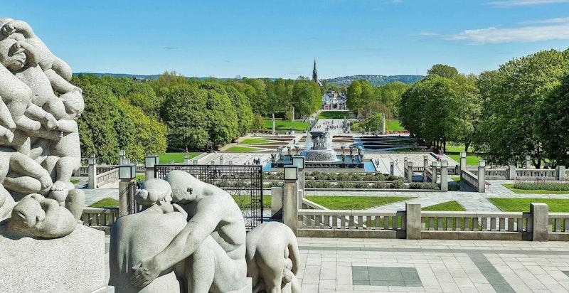 Populære Frognerparken med skulpturanlegget Vigelandsparken ligger kun en kort spasertur fra boligen.