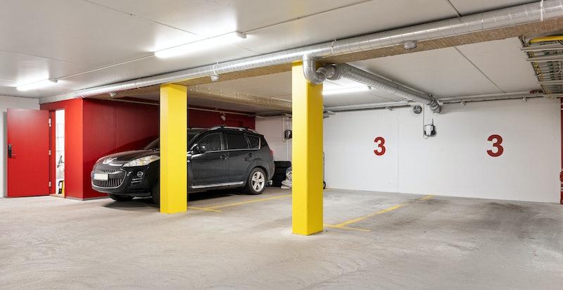 2 Garasjeplasser medfølger (merket med nr 3)