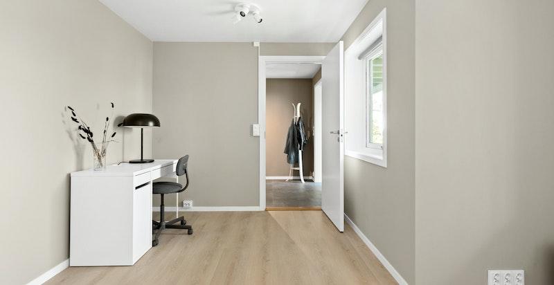 Det siste soverommet fungerer ypperlig som barnerom, gjesterom, kontor eller det man måtte ha behov for.