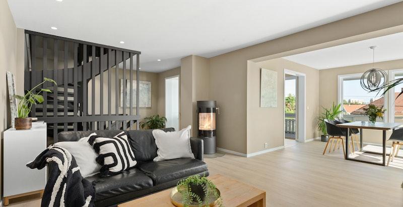 Innvendig ble bolig totaloppusset i 2019, og holder en gjennomgående god standard.