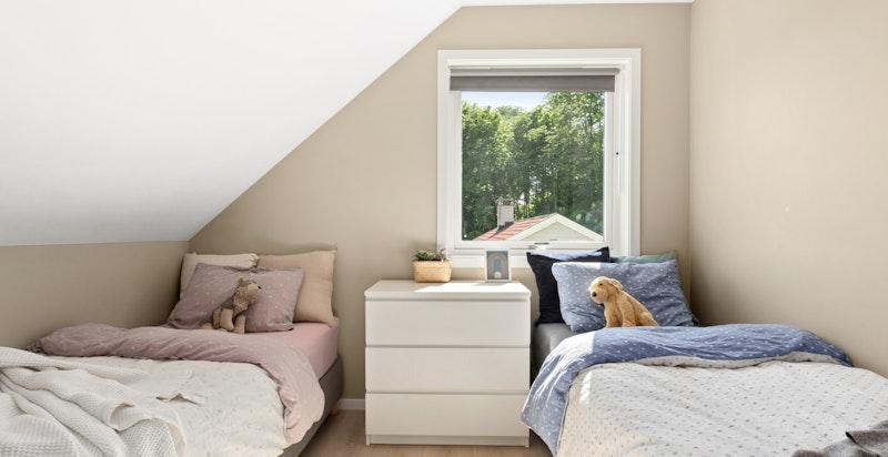 Soverommene ligger fint og skjermet til fra boligens oppholdsrom.