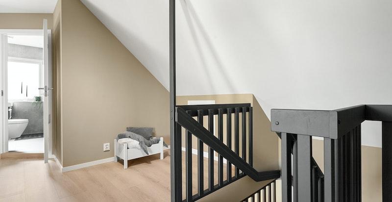Videre opp trappen fra stuen kommer man til boligens 3.etasje. Det er lagringsrom utenfor knevegg på to sider, samt lagringsloft med adkomst fra nedfellbar stige.