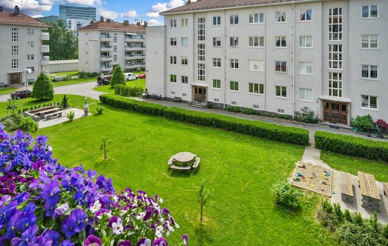 En hyggelig og moderne 2-roms leilighet med solrik balkong.
