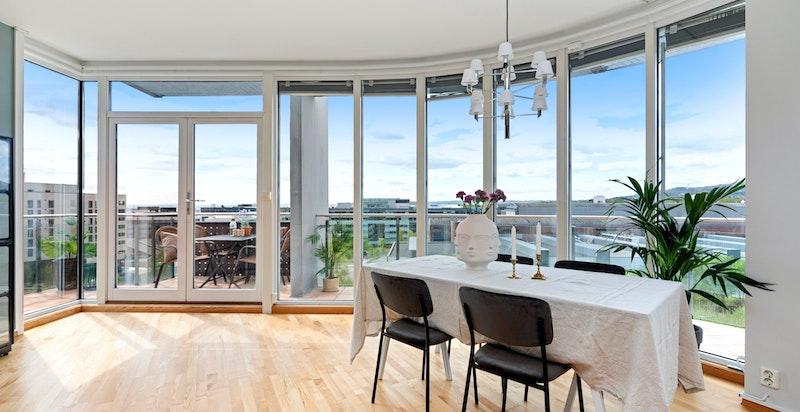 Fantastisk vindusrekke. fra gulv til tak, på ca. 14 meter - Ingen innsyn