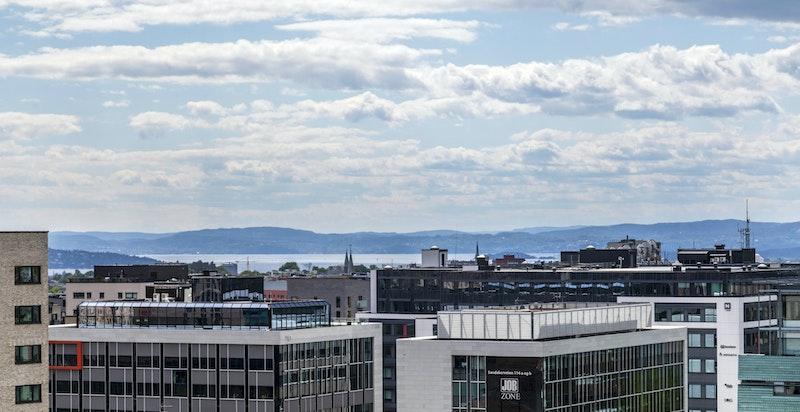 Langstrakt utsikt over Oslofjorden og Holmenkollen
