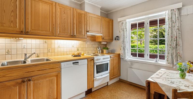 Separat kjøkken med plass for frokostbord