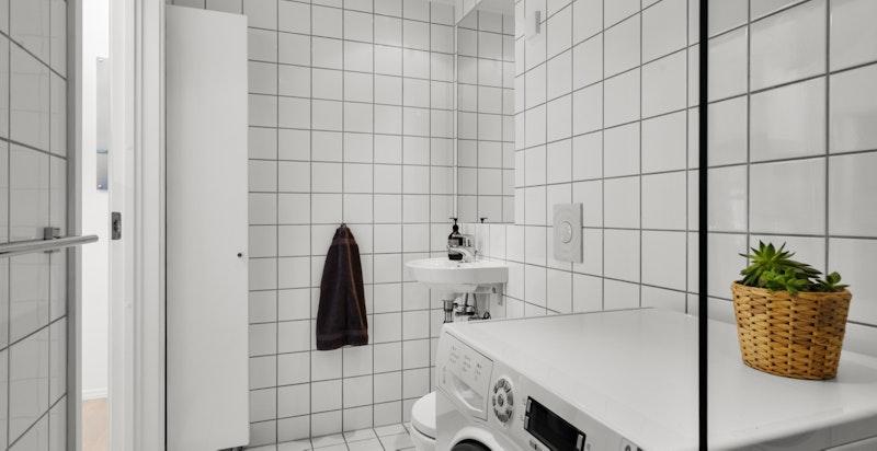 Begge badene har vannbåren gulvvarme inkludert i felleskostnadene