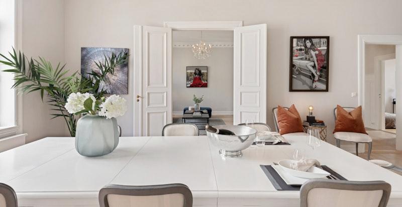 Her kan du lett ha store selskaper med langbord fra stue til stue
