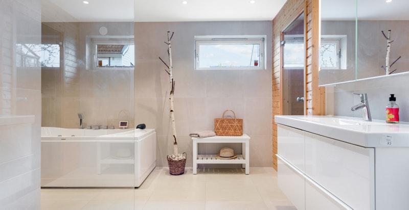 På badet har man også en velfungerende badstue