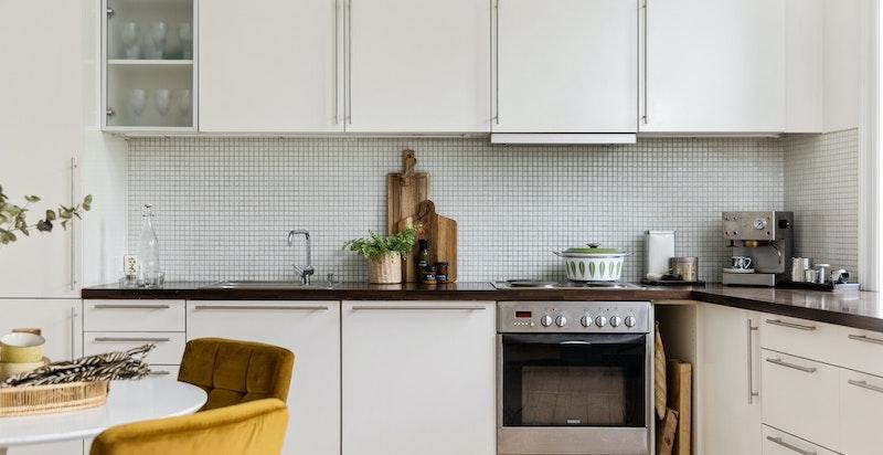 Innholdsrikt kjøkken med god plass