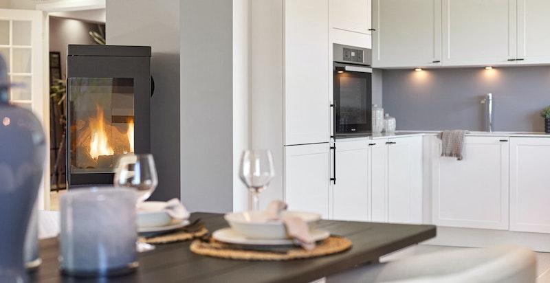 Lekkert kjøkken med integrerte hvitevarer, nytt i 2021