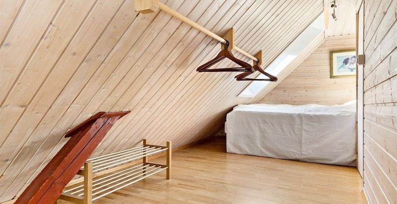Soveplass/sovealkove med adkomst fra spisestuen