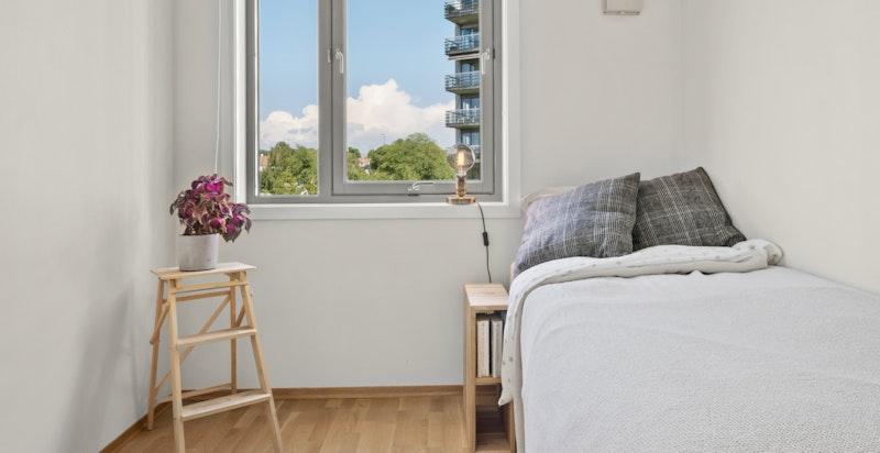 Soverom nummer to har god plass til en seng og kontorpult om ønsket