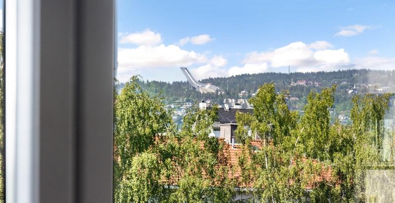 Utsikt mot Holmenkollen fra leiligheten