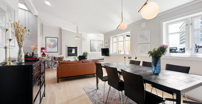 Velkommen til denne lekre loftsleiligheten med vestvendt takterrasse - Presentert av Caroline S. Stensrød / Sem & Johnsen