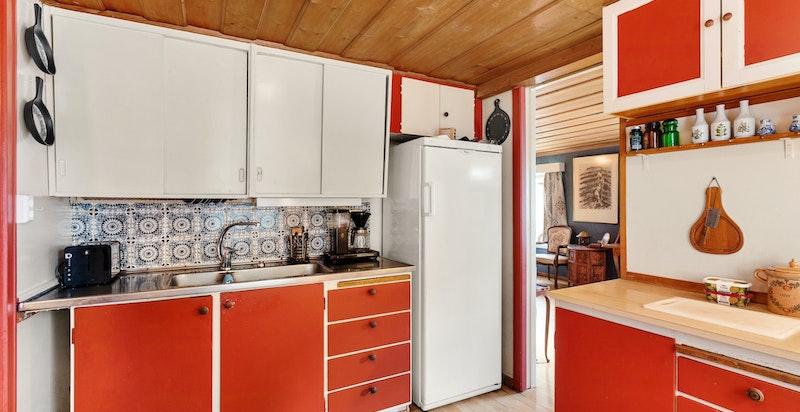 Godt med oppbevaringsplass på kjøkkenet
