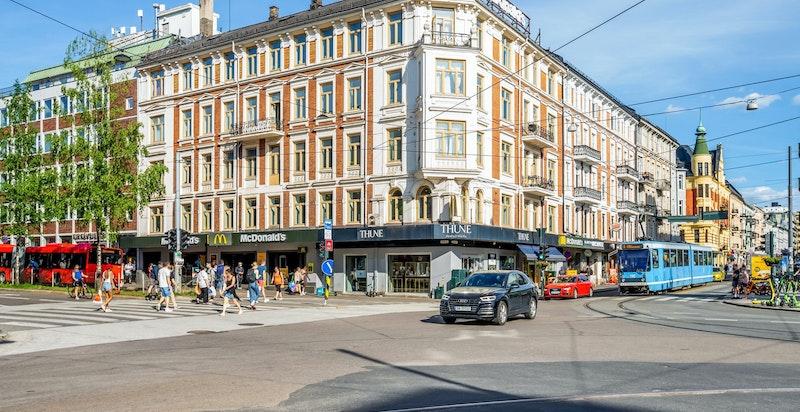Området har et godt kollektivtilbud med trikk, buss og T-bane fra Majorstuen.