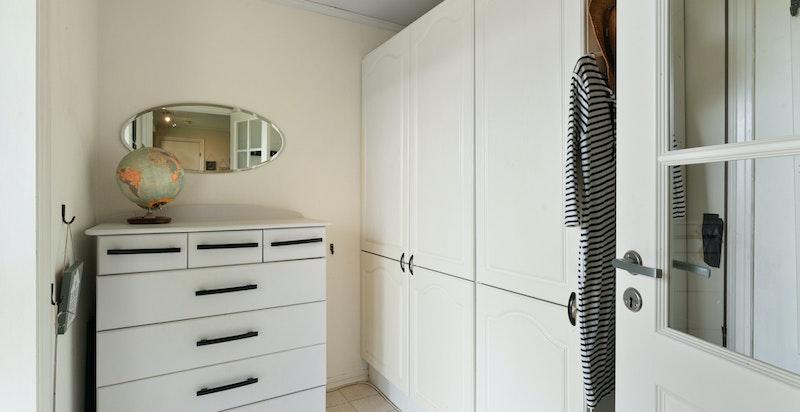 Hybel (38 kvm): entré, stue med kjøkkenkrok, soverom og bad