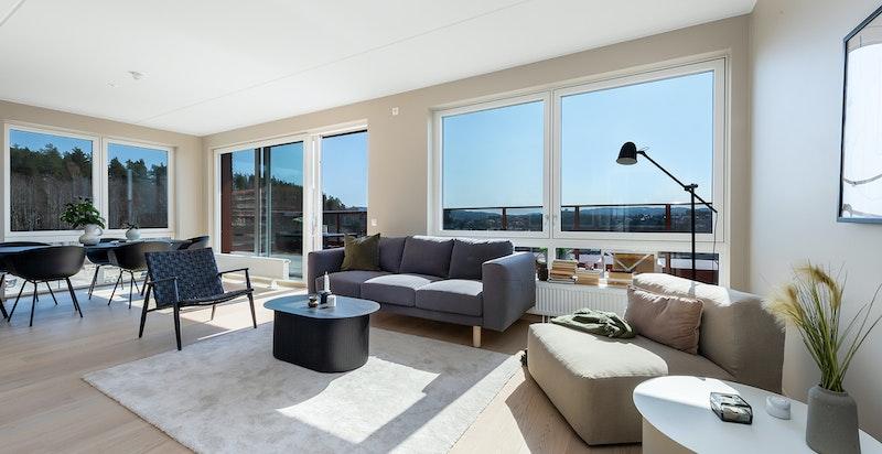 Dette er en moderne og ubrukt 4-roms toppleilighet med fantastisk utsikt og solforhold.