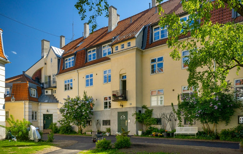 Lindern Hageby kan by på byens kanskje flotteste bakgårder med nydelig beplantning og gode solforhold.