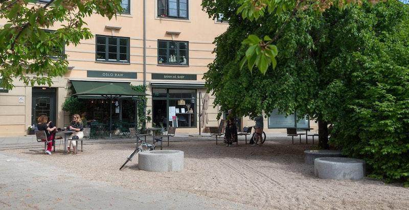 Flere hyggelige cafèer og spisesteder i nærområdet.