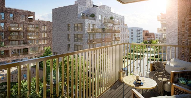 Balkong i bygg C viser hvordan bebyggelsen er plassert til fordel for leilighetene i Bygg A. Flott lysforhold og masse lys inn i tunet og flott utsyn fra balkongene.