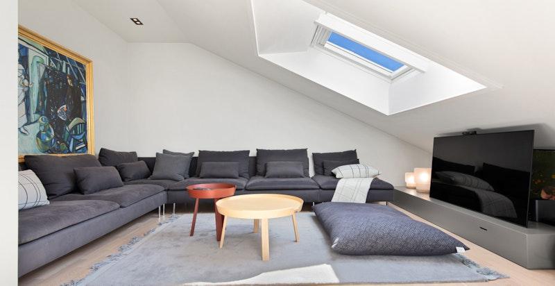 Hyggelig loftsstue som gir deg en ekstra oppholdsplass og som egner seg fint for familien.