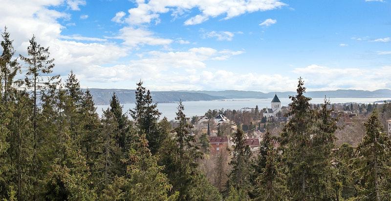Flott utsikt mot Oslofjorden fra terrasse