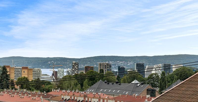 Utsikt til Tøyenparken, Barcode, sentrum og fjorden