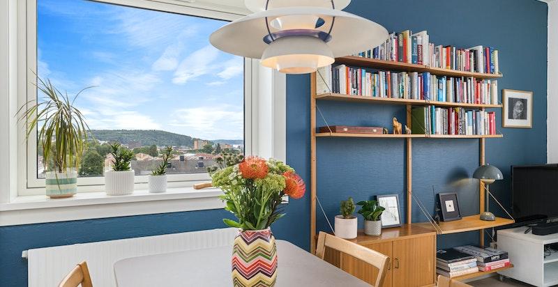 Spiseplass med plass til langbord og hyggelig utsikt