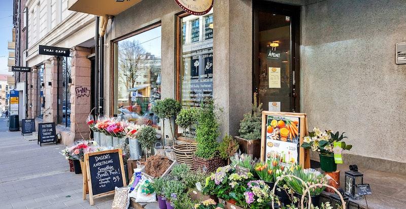 Hyggelige Bonitas kafé og blomsterhandel.