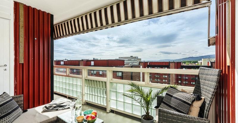 Solrik, romslig balkong på 7,5 kvm med plass til utemøbler - Ingen innsyn og langstrakt utsikt