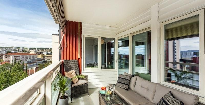Solrik, romslig balkong på 7,5 kvm med ettermiddag- og kveldssol