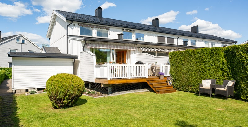 Velkommen til Buegata 1 F - et innholdsrikt enderekkehus i et sentralt og veletablert boligområde på Lillestrøm.