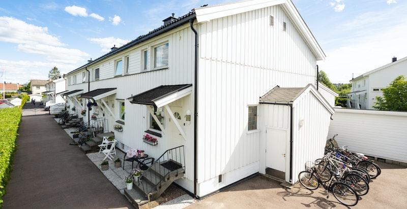 Boligen er en del av Kjellervolla borettslag, et veldrevet borettslag hvor det er hyggelig å bo.