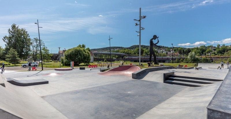 Lillestrøm skatepark ligger i Rådhusparken. Plasseringen har god nærhet til kollektivknutepunkt og rekreasjonsarealene langs Flomvollen og Nitelva.