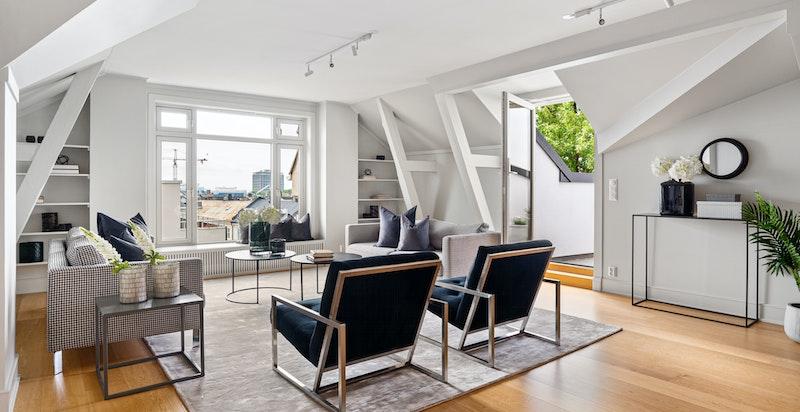 Romslig stue/spisesue med utg. terrassen - skjermet  og privat